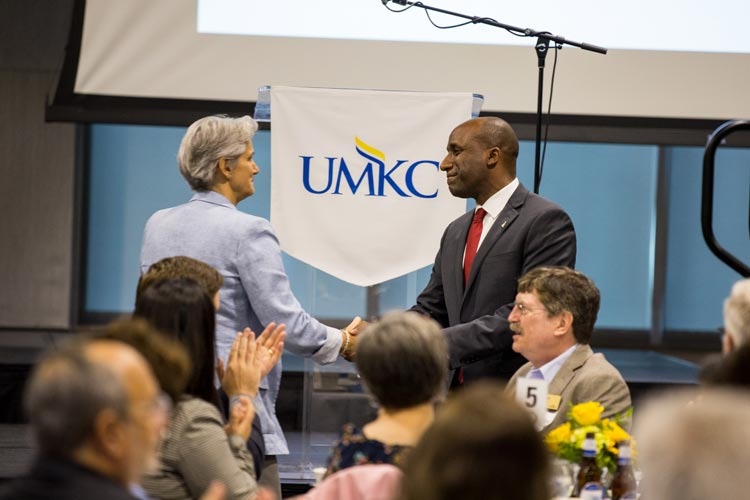 Provost Barbara Bichelmeyer shaking hands with Kansas City Mayor Quinton Lucas